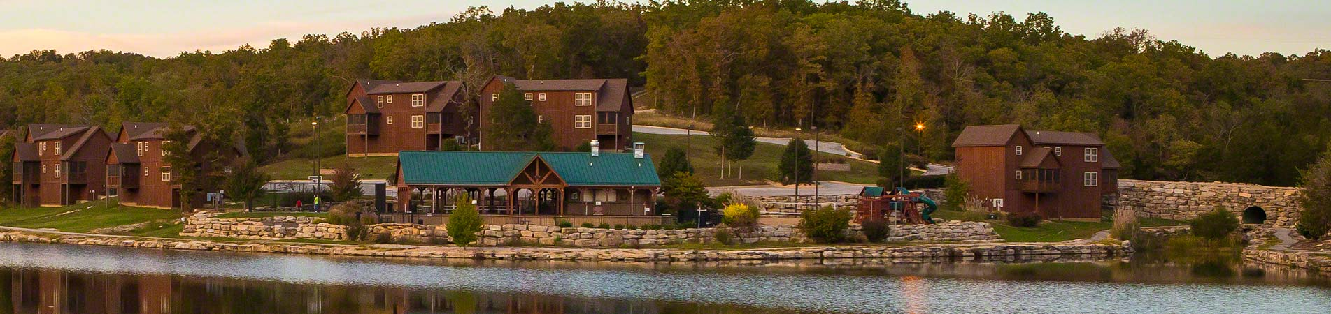 A small lakeside community filled with Branson vacation rentals.