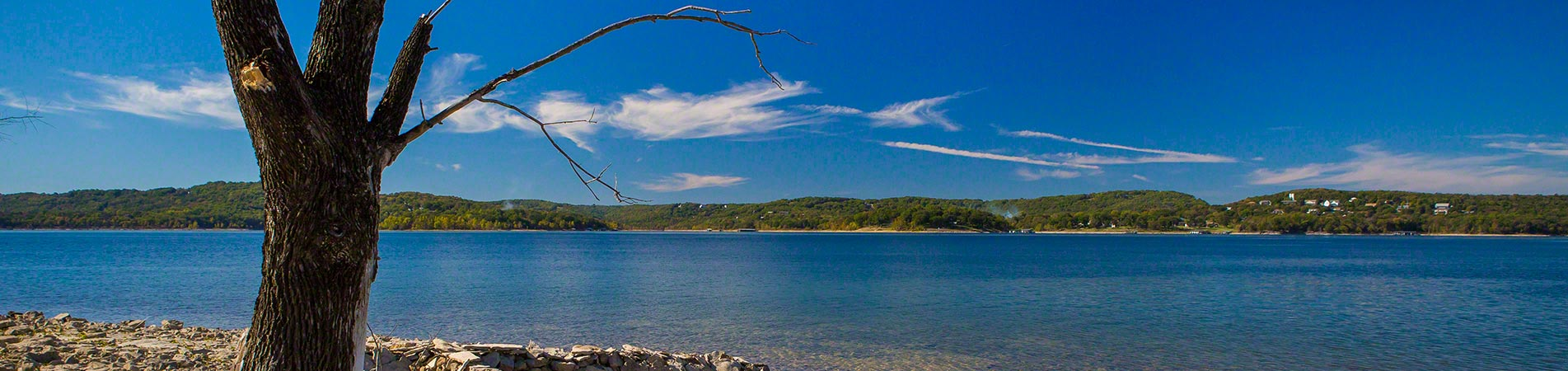 Excellent photograph taken from the shore of the Table Rock Lake in Branson, MO.